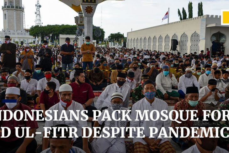 Coronavirus: worshippers pack Indonesia's mosque for Eid ul-Fitr despite pandemic